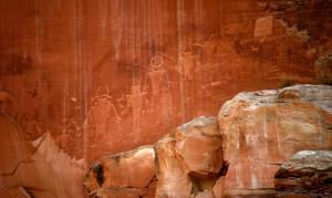 capitol-reef-petryglyphs